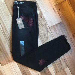 NWT Skinny Midrise Black Jeans by Hippie Laundry